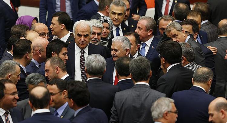 Anayasa değişikliği teklifinin ikinci maddesi 343 oyla kabul edildi