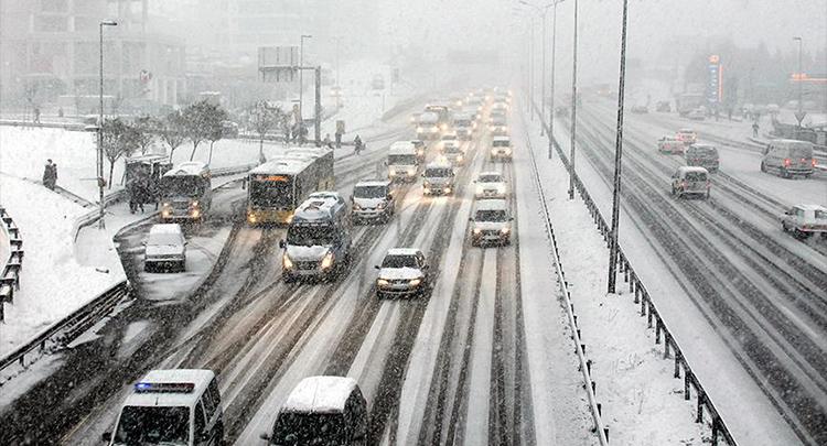 Kar lastiğiniz yoksa trafiğe çıkmayın