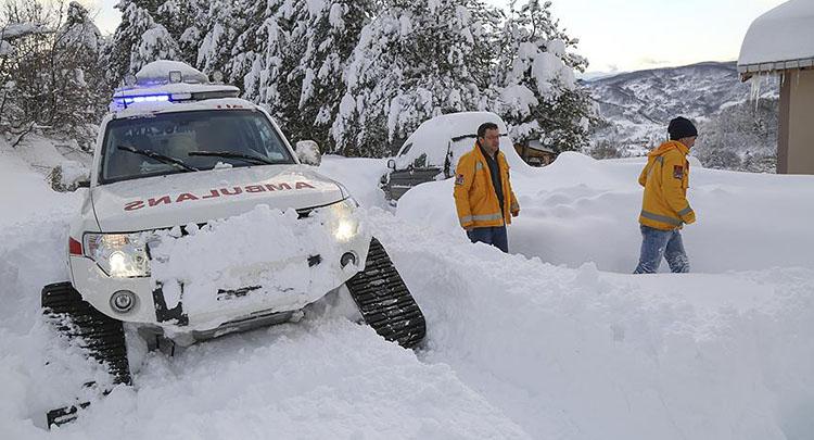 Paletli kar ambulansları hayat kurtarıyor