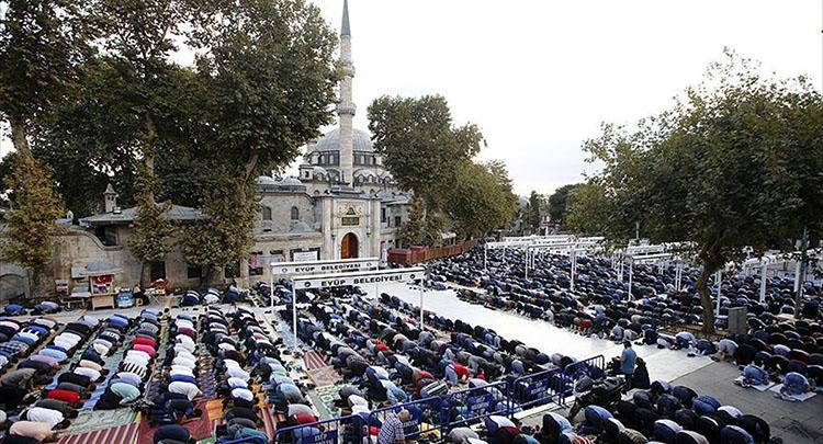 İstanbul'da her 4 bin 403 kişiye bir cami düşüyor