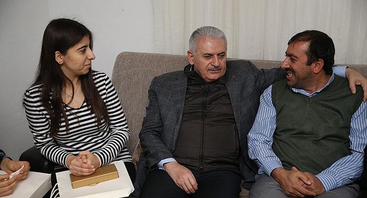 Başbakan Yıldırım otobüs şoförünün evine misafir oldu