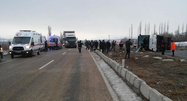 Sivas'ta yolcu otobüsü devrildi: 1 ölü 36 yaralı