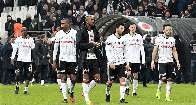 Beşiktaş, Fenerbahçe derbisinde ağır yara aldı