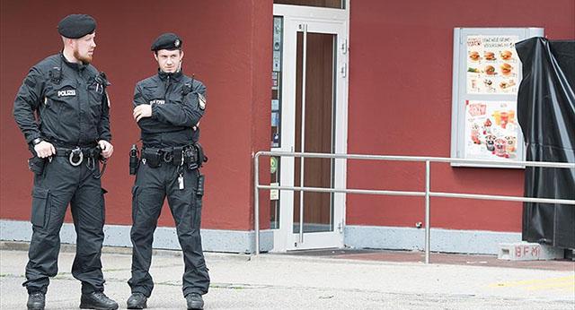 Almanya'da 4 imamının evi 'casusuluk suçlamasıyla' arandı