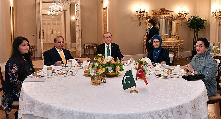 Cumhurbaşkanı Erdoğan, Navaz Şerif ile bir araya geldi