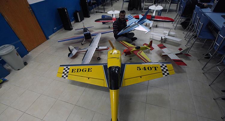 Oğlu için yaptığı model uçakları şimdi yurt dışına satıyor