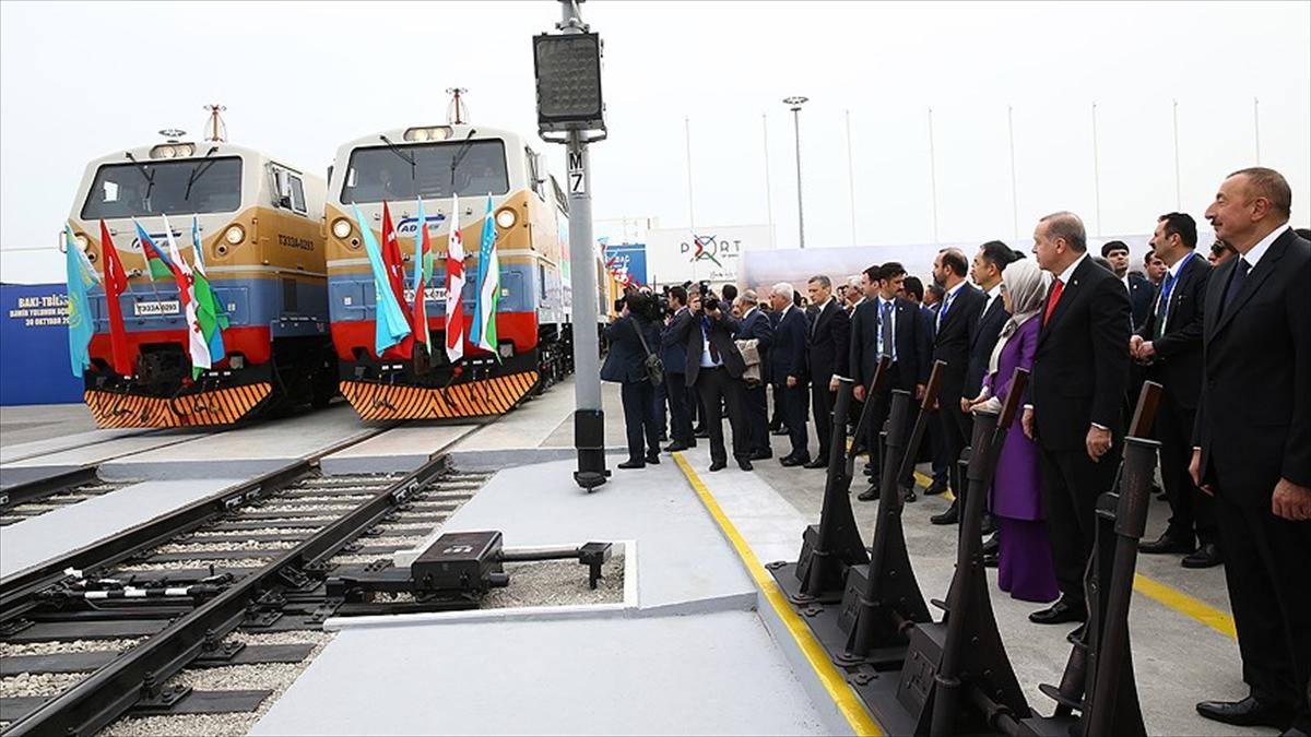 Bakü-Tiflis-Kars Demiryolu'nda ilk tren yola çıktı