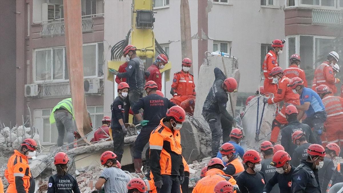 İzmir'deki depremde can kaybı 115'e yükseldi