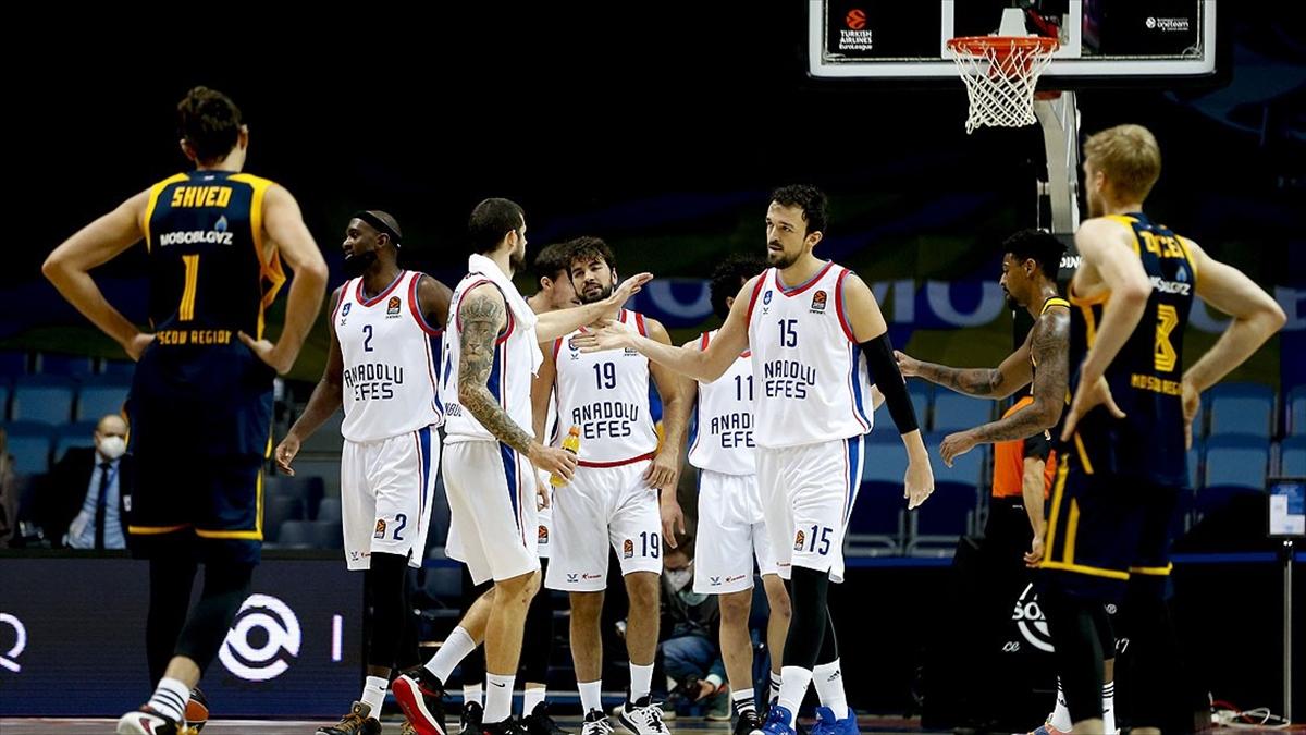 Anadolu Efes THY Avrupa Ligi'nde farklı kazandı
