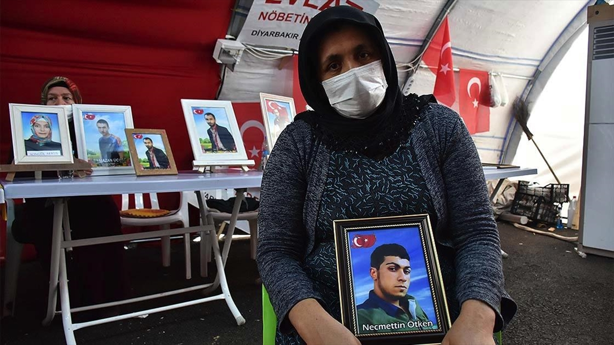 Diyarbakır annelerinden Ötken: Oğlum, neredeysen gel. Sen gelmeden gitmiyorum