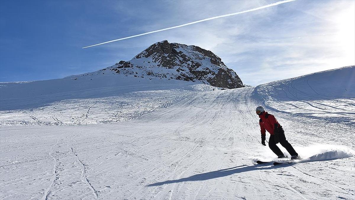 Hakkari'de kayakseverlerin huzur ve güvenliği JAK timlerine emanet