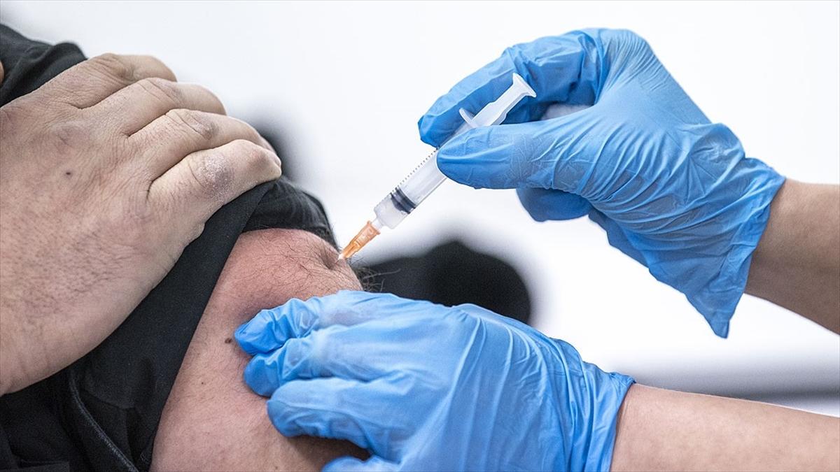 Kovid-19 aşısı olacak 80 yaş ve üstündekiler Alo 182'den randevu alabiliyor