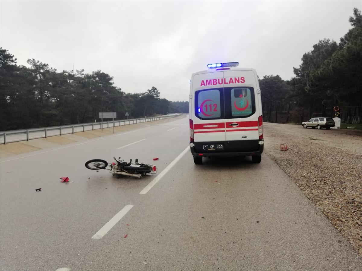 Çanakkale'de kamyonete çarpan motosikletin sürücüsü yaşamını yitirdi