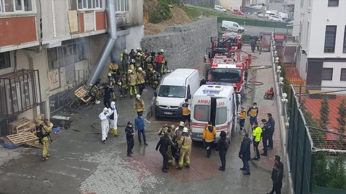 Arnavutköy'de hırdavat deposunda yangın: 4 ölü