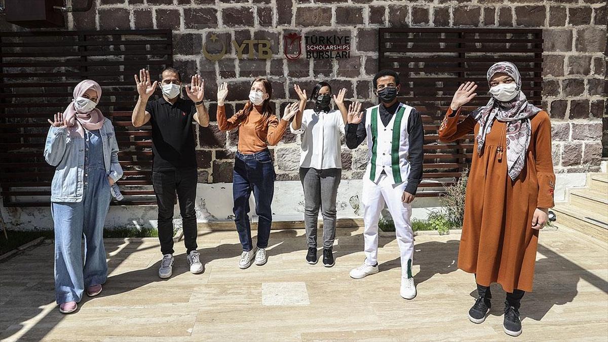 YTB'nin 'Türkiye Bursları' öğrencileri, ülkelerindeki ramazan geleneklerini anlattı