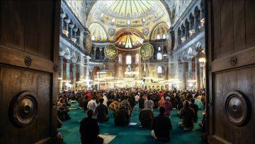Ayasofya-i Kebir Cami-i Şerifi'nde 87 yıl sonra ilk Ramazan Bayramı namazı kılındı