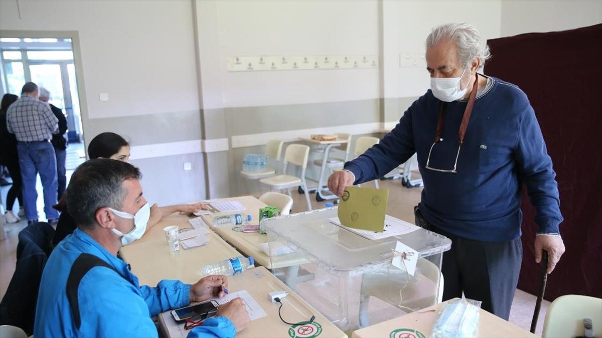 İstanbul'da 14 mahallede seçim heyecanı başladı
