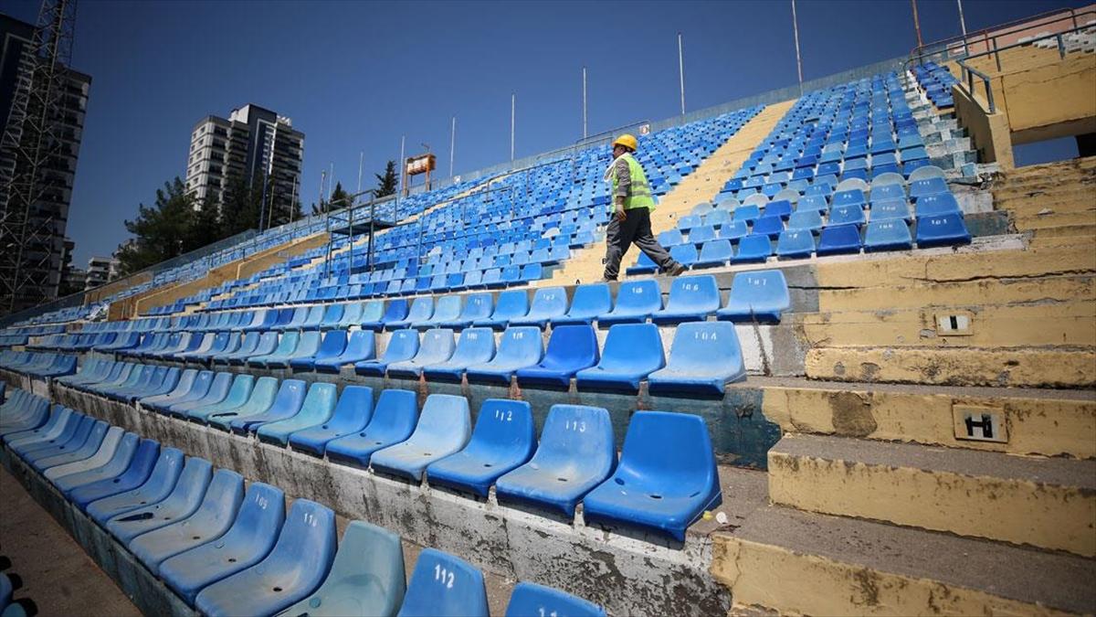 Sevinç ve hüzünle dolu anılar barındıran 5 Ocak Fatih Terim Stadı'nın yıkımı başladı