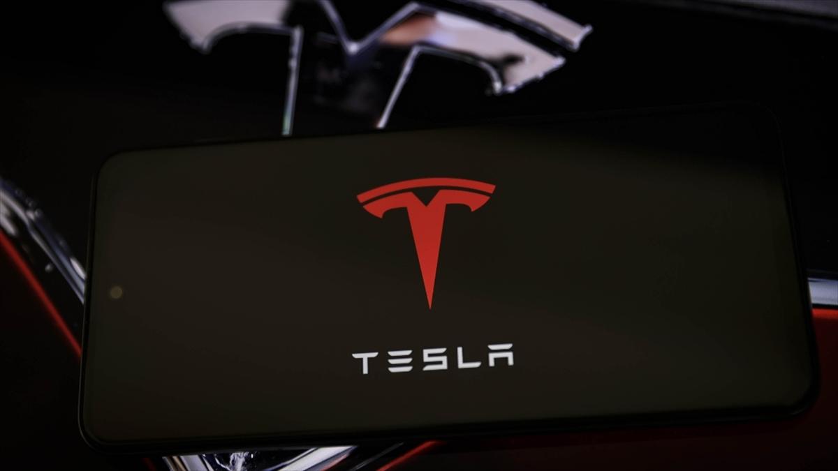 ABD'nin Florida eyaletinde gelişmiş sürücü destek sistemi bulunan Tesla, iki araca çarptı