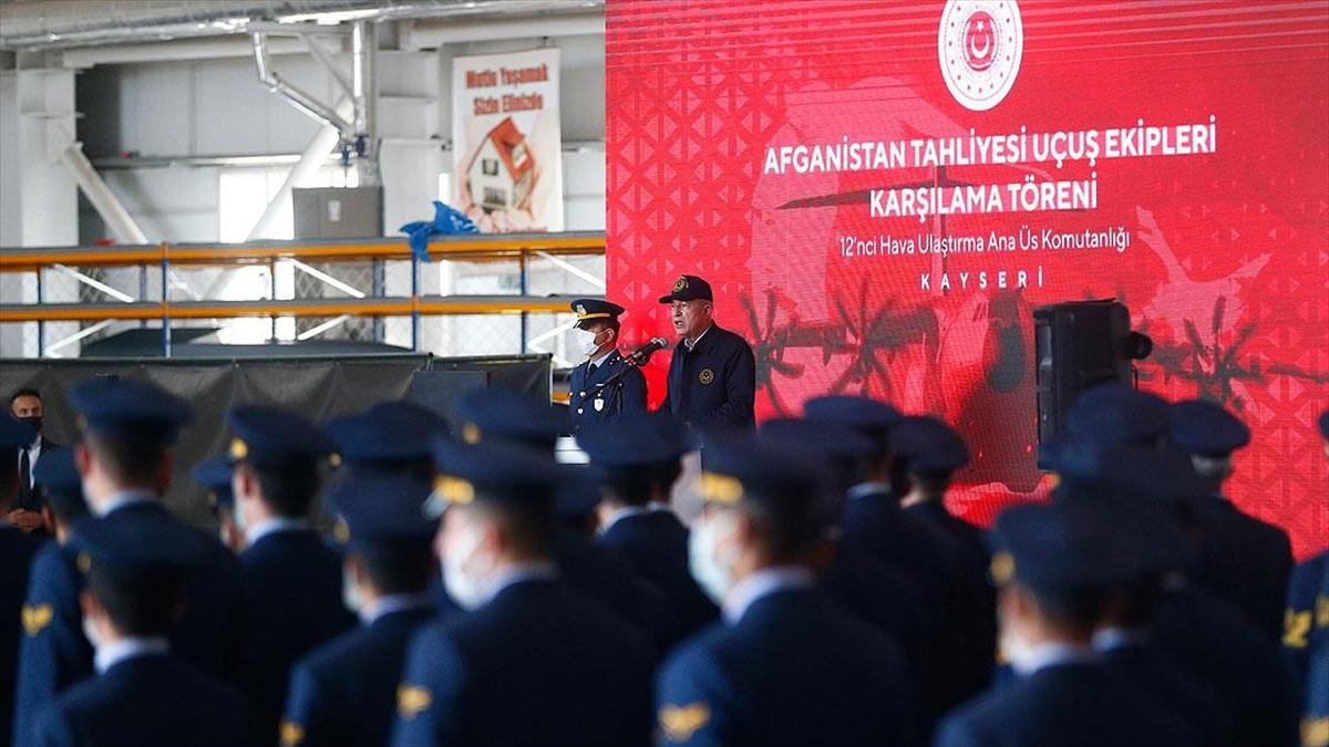 Bakan Akar: Afganistan'dan tahliyelerin başarıyla gerçekleştirilmesi TSK'nın gücünü bir kez daha ortaya koydu