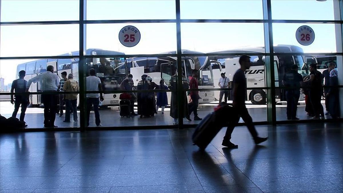 İzmir'de 18 yaşından küçüklere otobüs ve uçak bilet satışı yasaklandı